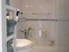 badkamer met bad en douche